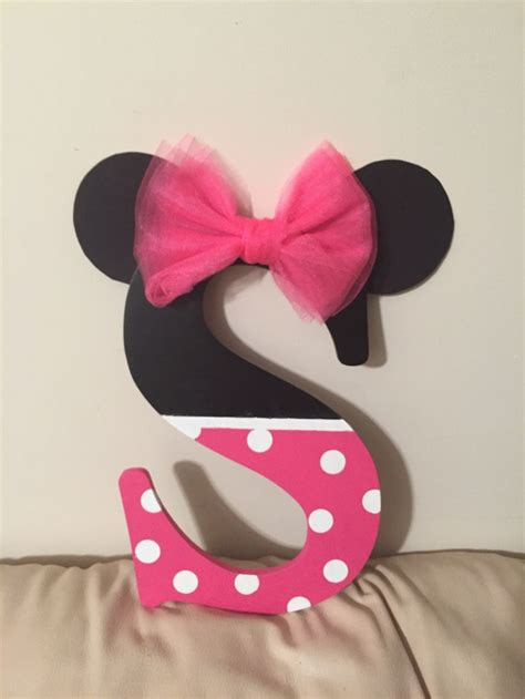 lettre decorative pour chambre b 25 best minnie mouse room decor ideas on
