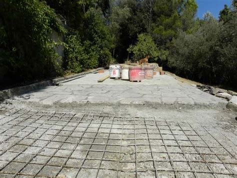 ricostruzione  una strada padronale  pietre  porfido