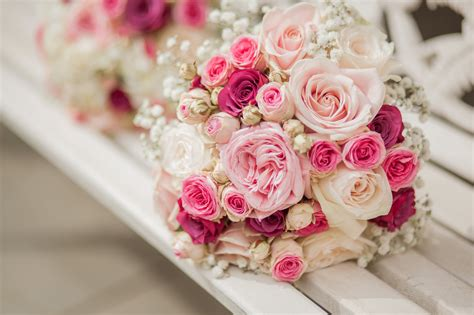 wedding flowers beautiful and meaningful