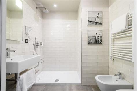 marche di ladari moderni bagni moderni al family hotel di pesaro a pesaro albergo 4