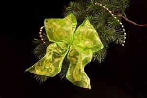 Schleifen Für Weihnachtsbaum : weihnachtsschleife gr n gold christbaumkugeln christbaumschmuck und weihnachtskugeln aus glas ~ Whattoseeinmadrid.com Haus und Dekorationen