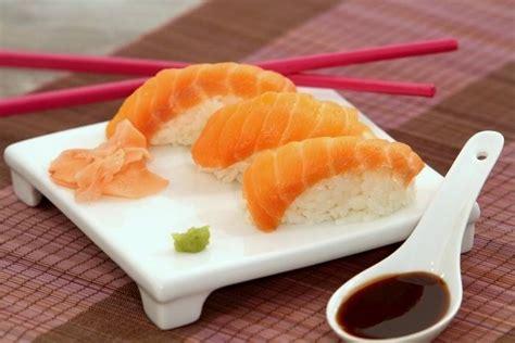 cours de cuisine sushi recette de sushi de saumon facile et rapide