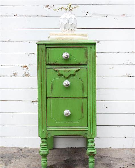 rénover un meuble avec de relooker un meuble ancien avec de la peinture idées supers