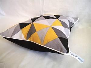 coussin gris et jaune genial salon noir blanc gris jaune With tapis jaune avec coussin de canape 60x60