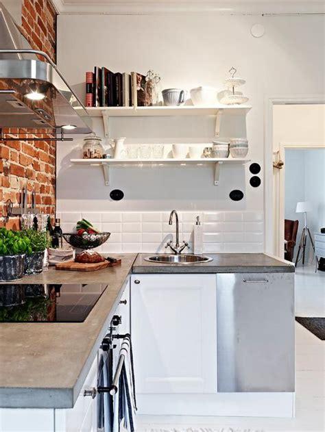 asticot blanc dans la cuisine le carrelage blanc brillant une décoration murale parfaite archzine fr