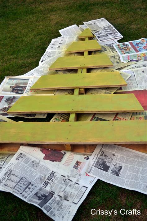 pallet crafts crissy s crafts pallet christmas tree