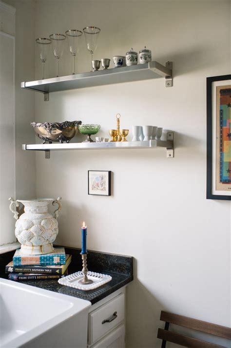 mensole in cucina mensole in cucina come e perch 233 usarle artigianamente