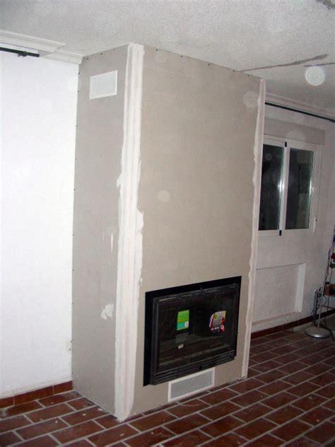 foto vista lateral de una chimenea de pladur de sin
