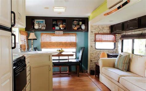 couple renovate  wheel travel trailer  tiny home
