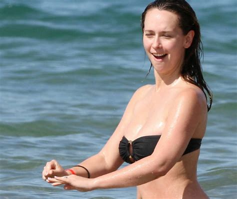 jennifer love hewitt bikini gossip trend and lifestyle jennifer love hewitt in sexy