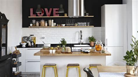 cuisine blanche parquet cuisine avec ilot le bois chez vous