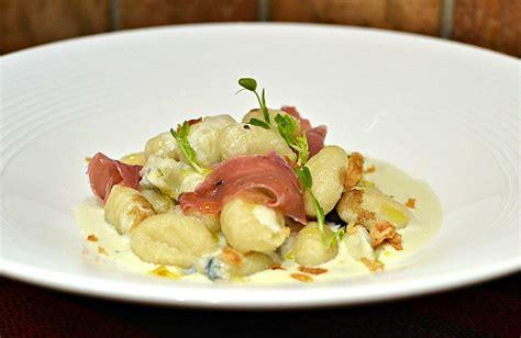 gnocchi au gorgonzola et au jambon de parme la recette italienne