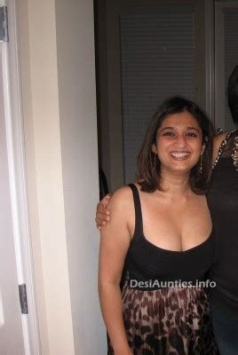 Indian hot dating night club pub girls: Aunties boobs ...