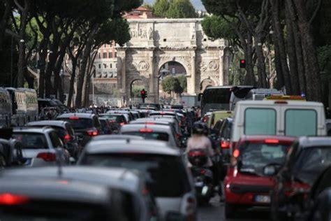 Scuse Per Non Uscire Di Casa by Le 10 Scuse Dei Romani Per Non Uscire Di Casa The Post