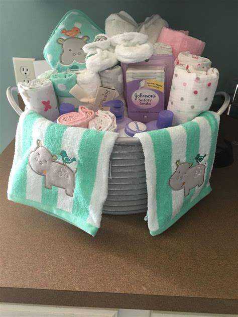 baby shower gifts for 25 best ideas about baby shower baskets on