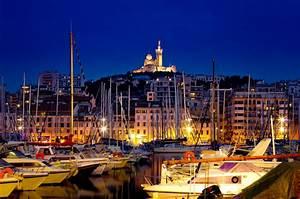 Livraison Marseille Nuit : marseille de nuit vieux port et notre dame de la garde flickr ~ Maxctalentgroup.com Avis de Voitures