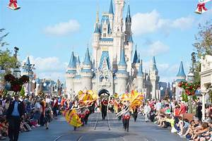 Vikings Marching Band Performs at Disney World