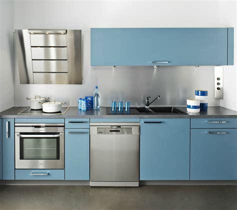 hotte de cuisine design cuisine darty bleu avec hotte design photo 2 20 crédence en inox et façades en stratifié