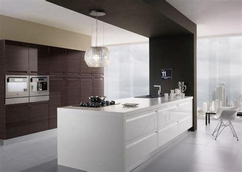 hotte de cuisine suspendue hotte décorative design comme un point focal dans la cuisine