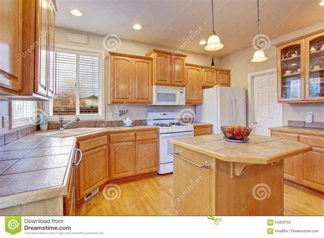 cuisine en dur cuisine en bois moderne cuisine gravouille cuisines