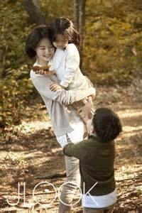 lee young ae takes  walk  family