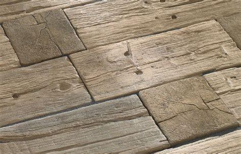 Terrassenbelag Stein Holzoptik by Holz Oder Stein Kann Erweitert Bradstone Logsleeper System
