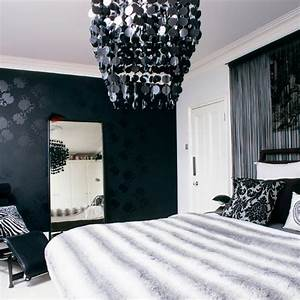 inyii9dyco: black and white wallpaper bedroom