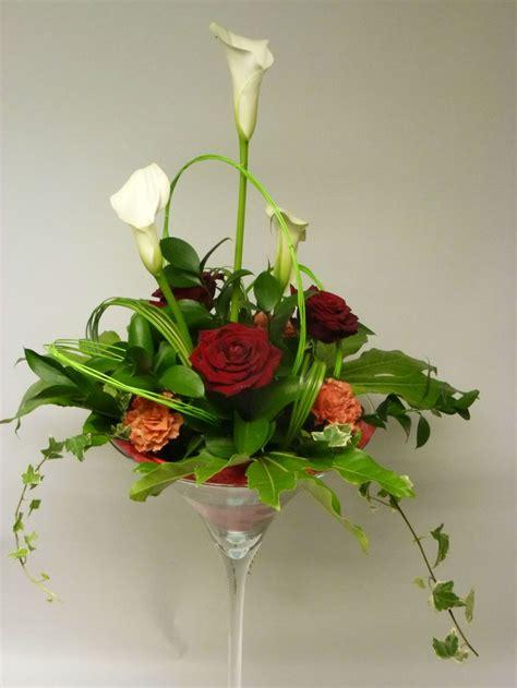 centre de table en vase martini fleurs pour mariage en