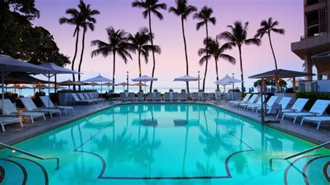 Moana Surfrider Review, Hawaii Honolulu's Beachside Bliss