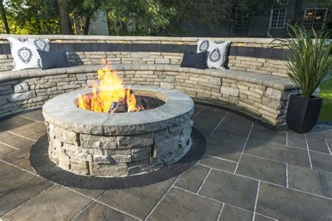 retaining wall  fire pit combinations   enchanting