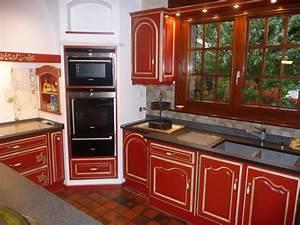 Carrelage mural rouge cuisine cuisine rouge mur couleur for Carrelage mural cuisine provencale