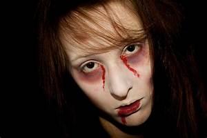 Zombie Schminken Bilder : augenringe schminken zu halloween schminken einfache anleitungen in48 bildern halloween make ~ Frokenaadalensverden.com Haus und Dekorationen