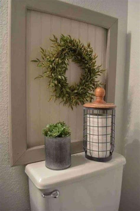 Bathroom Decor Ideas by 17 Awesome Small Bathroom Decorating Ideas Futurist
