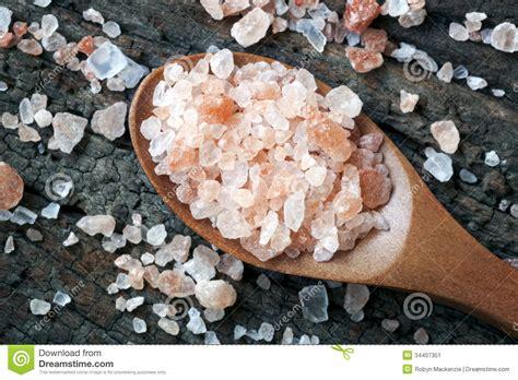 himalayan rock salt l pink himalayan rock salt stock image image 34407351