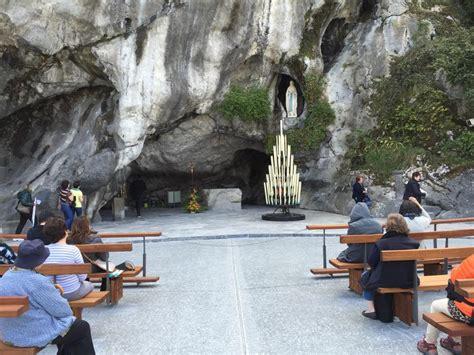 aprile  particolari grotta  lourdes
