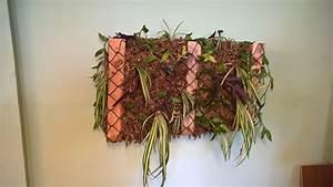 Mur Végétal En Palette : les mains cr ation d 39 un mur v g talis avec une palette et de la sphaigne ~ Melissatoandfro.com Idées de Décoration