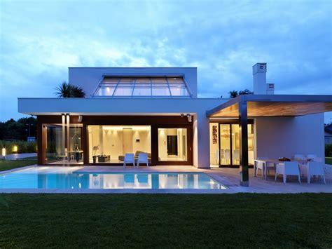 Keys To Build Modern Eco Friendly House Plans