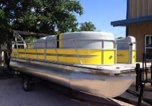 Lake Buchanan Boat Rentals by You Need To Rent One Of These Pontoon Boats For A Day