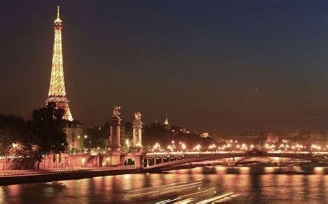 paris  city  light   plunged  darkness