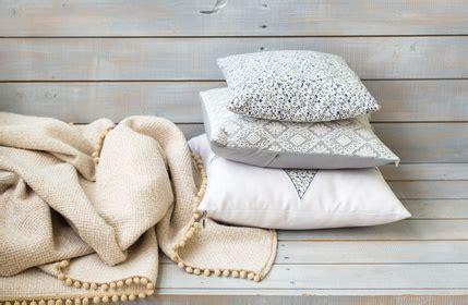 Kuschelige Decken Und Kissen Für Zu Hause Traumhaft