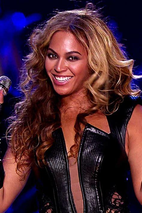 22 Stages Girls Go Through At A Beyoncé Concert