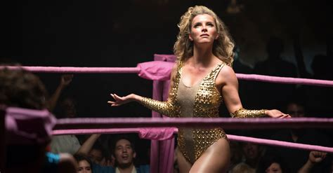 glow betty gilpin series star american story liberty crime belle ann coulter netflix spielt physicality actor todas serienjunkies emmy premios