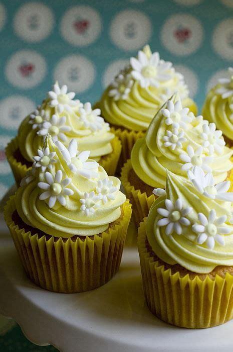 daisy cupcakes ideas  pinterest pretty