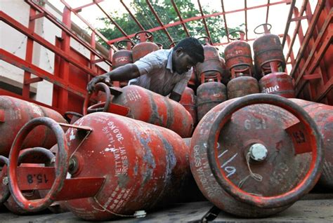was ist lpg lpg subsidy rahul s populist punch might pinch omcs rediff business