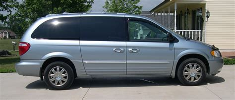 2004 CHRYSLER TOWN AND COUNTRY - Image #10