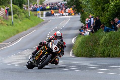 isle of tt isle of tt race photos from ballacrye quarry bends milntown bray hill by tony goldsmith
