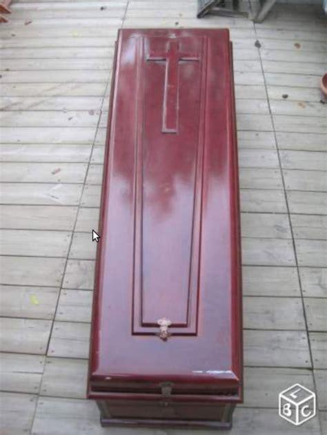 le bon coin un quot cercueil v 233 ritable quot pour votre m 232 re