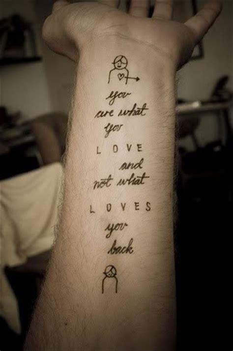 phrase tatouage femme sur interieur avant bras tatouage femme