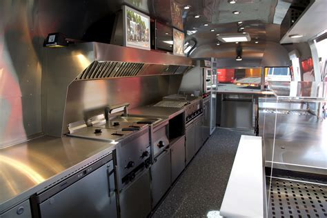 Airstream Diner XL   Professional mobile kitchen on 17