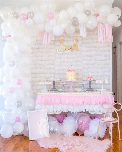 decoration de bapteme pour fille pour  buffet dessert